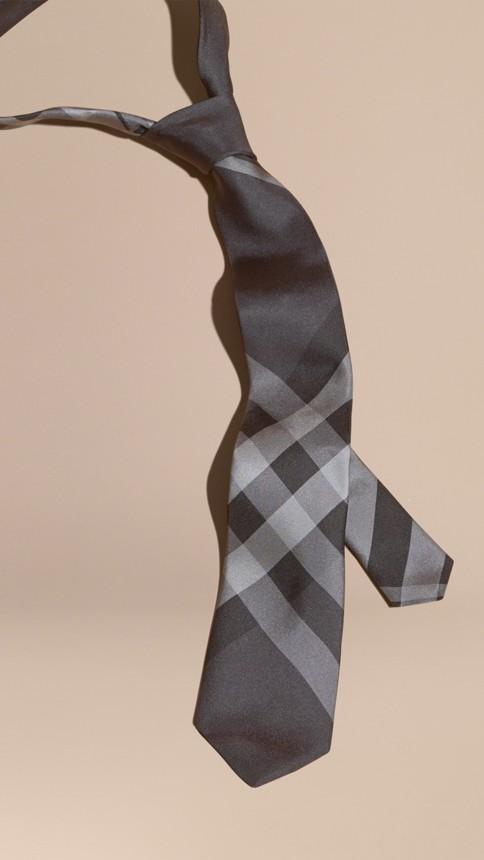 Anthracite sombre Cravate moderne en soie à motif Beat check - Image 3