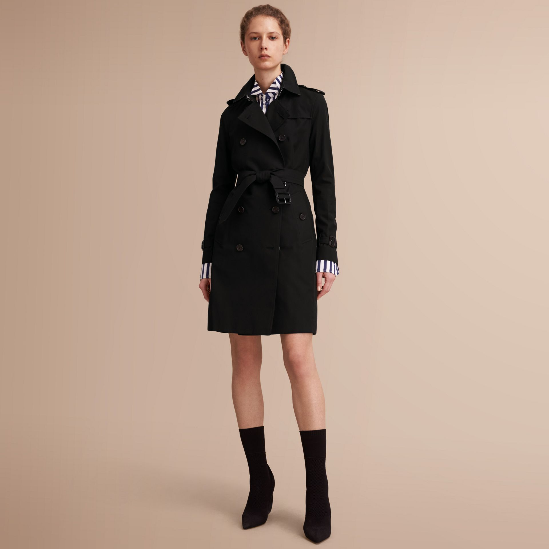 The Kensington – Long Heritage Trench Coat in Black - Women | Burberry - gallery image 1