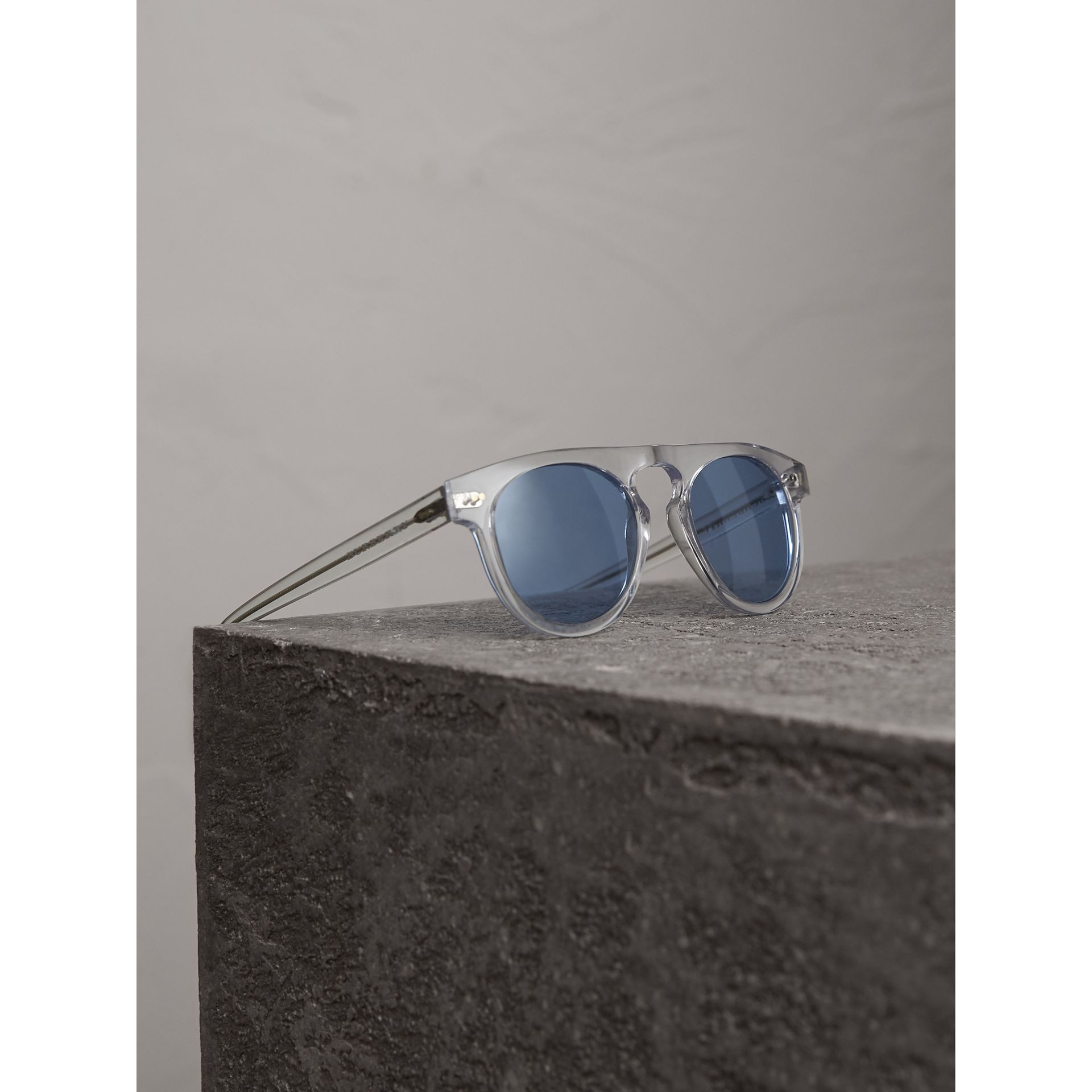 The Keyhole Round Frame Sunglasses in Crystal/blue | Burberry United Kingdom - gallery image 3