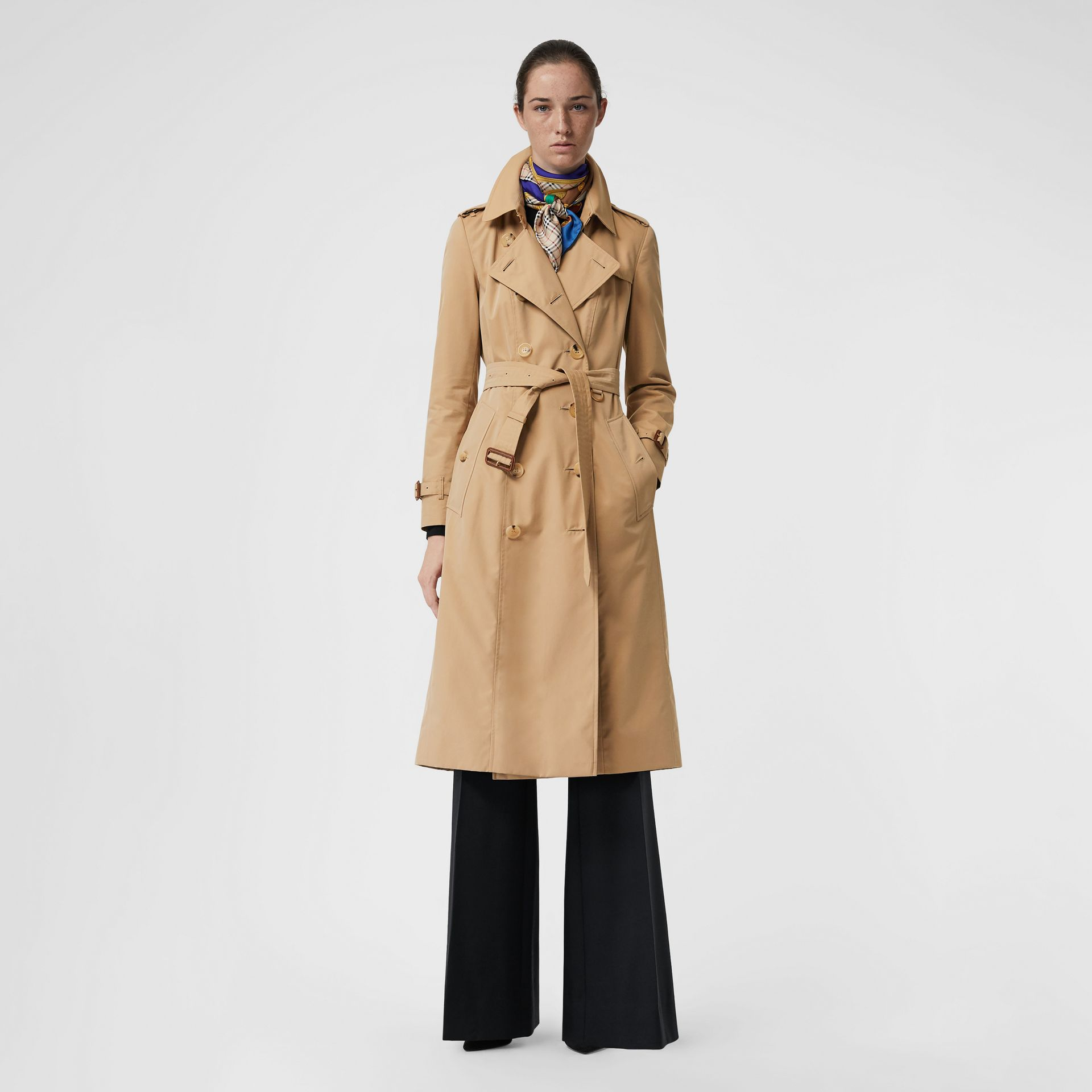 The Long Chelsea Heritage Trench Coat in Honey - Women | Burberry United Kingdom - gallery image 0