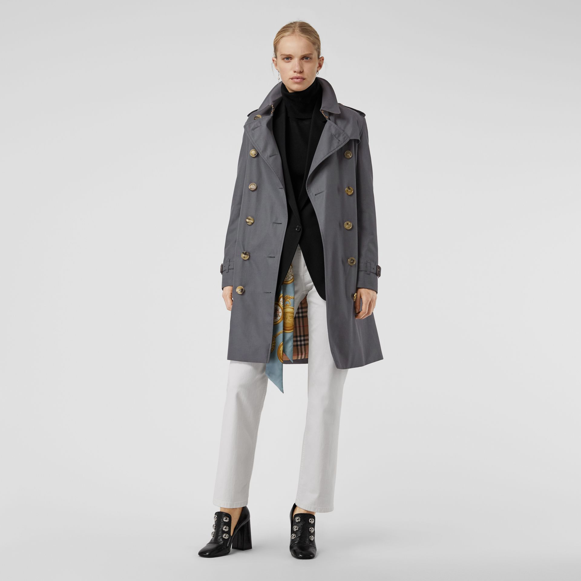 The Kensington Heritage Trench Coat in Mid Grey - Women | Burberry Canada - gallery image 6