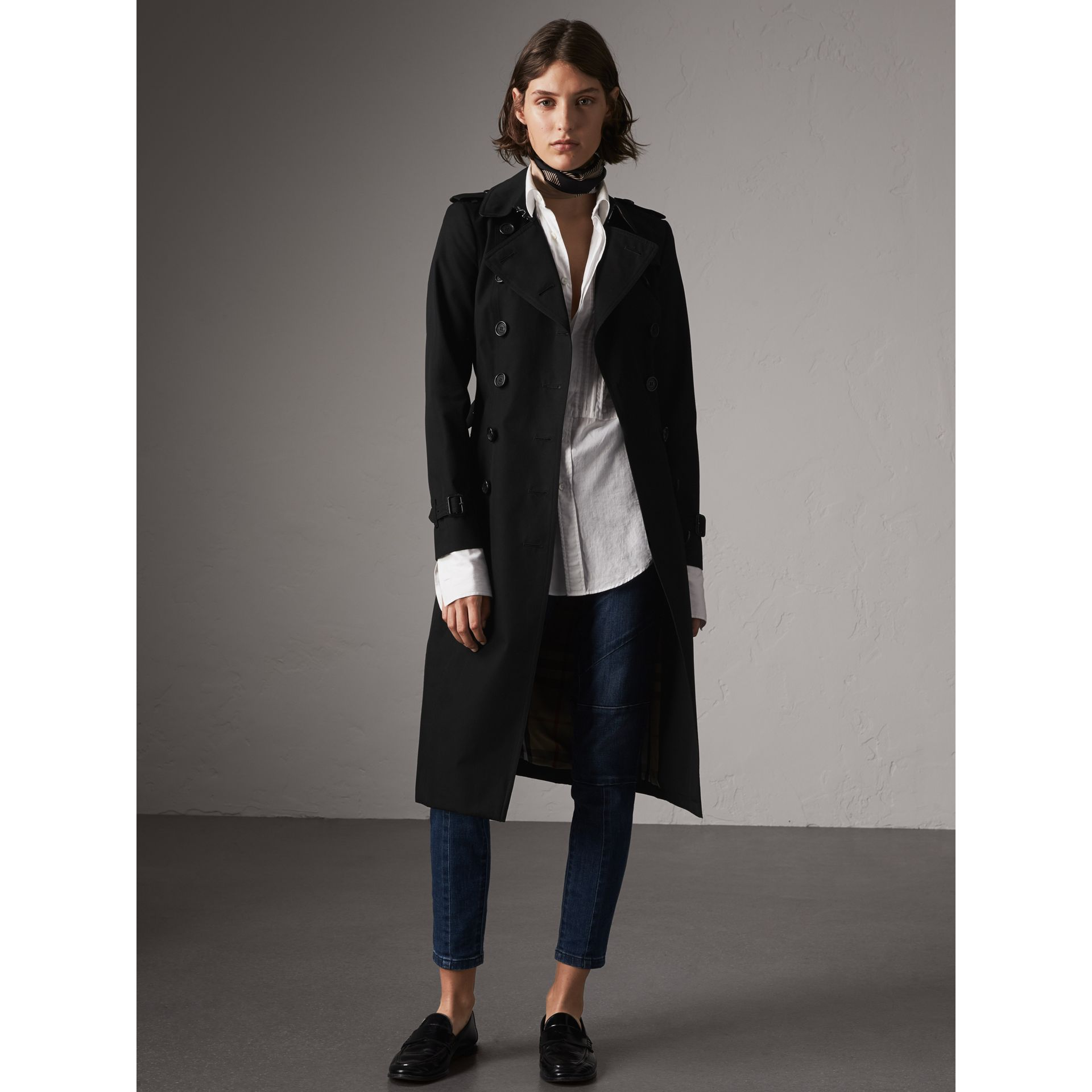 The Chelsea – Extra-long Heritage Trench Coat in Black - Women | Burberry - gallery image 8
