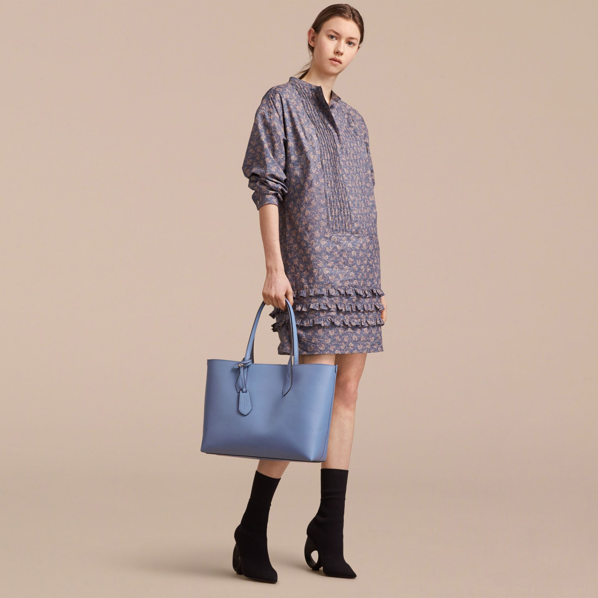 The Medium Reversible Tote in Haymarket Check and Leather in Slate Blue - Women | Burberry - gallery image 3