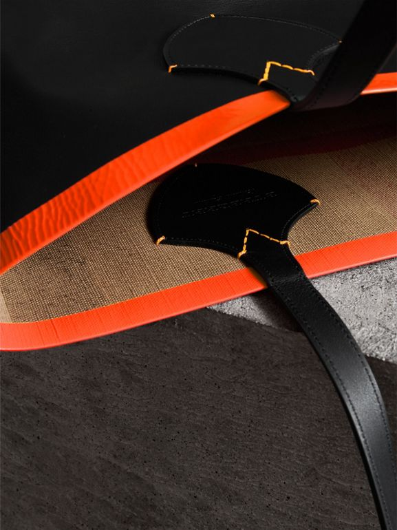 The Medium Giant Reversible Tote in Canvas and Leather in Black/neon Orange | Burberry Singapore - cell image 1