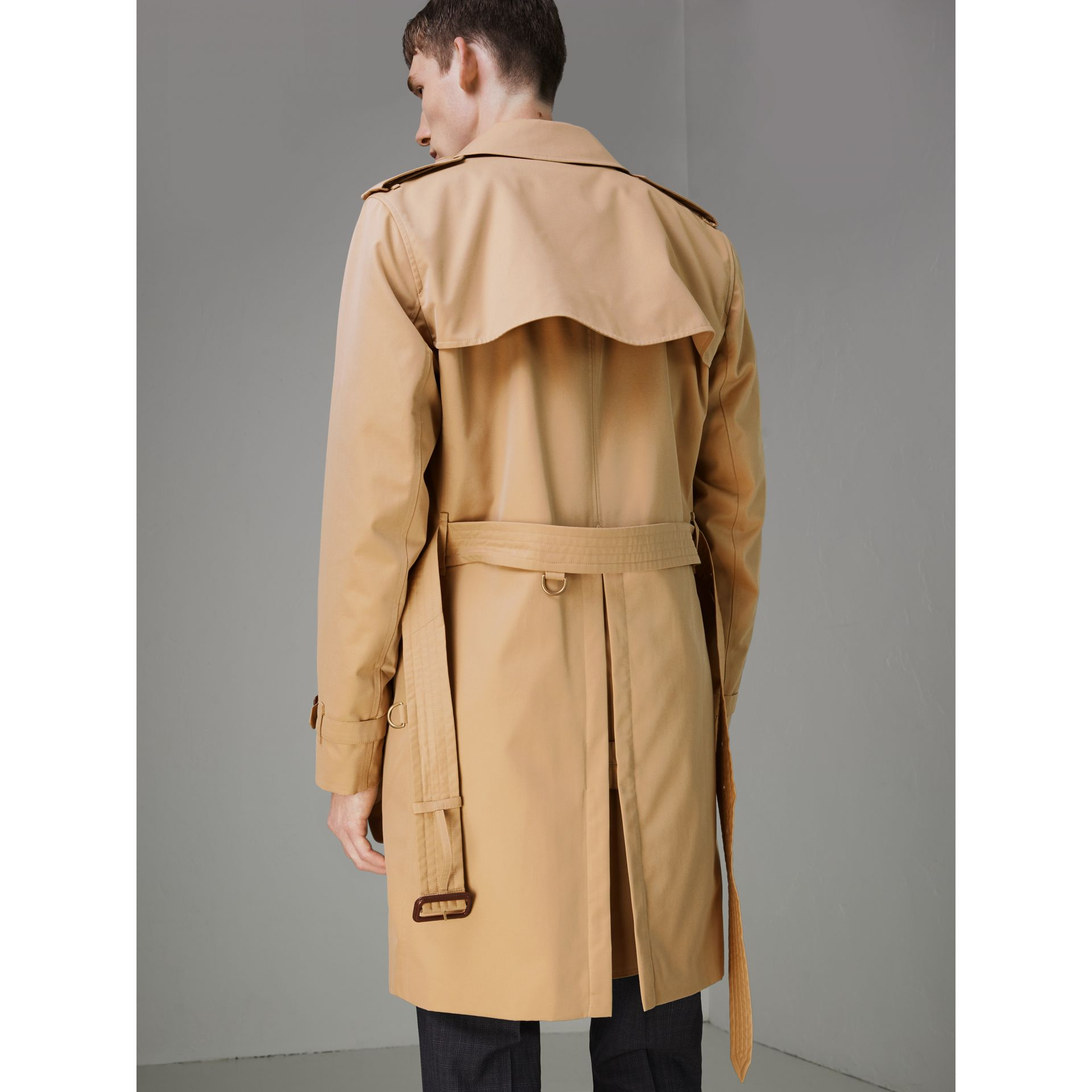 Trench coat Heritage The Kensington (Miele) - Uomo | Burberry - immagine della galleria 2