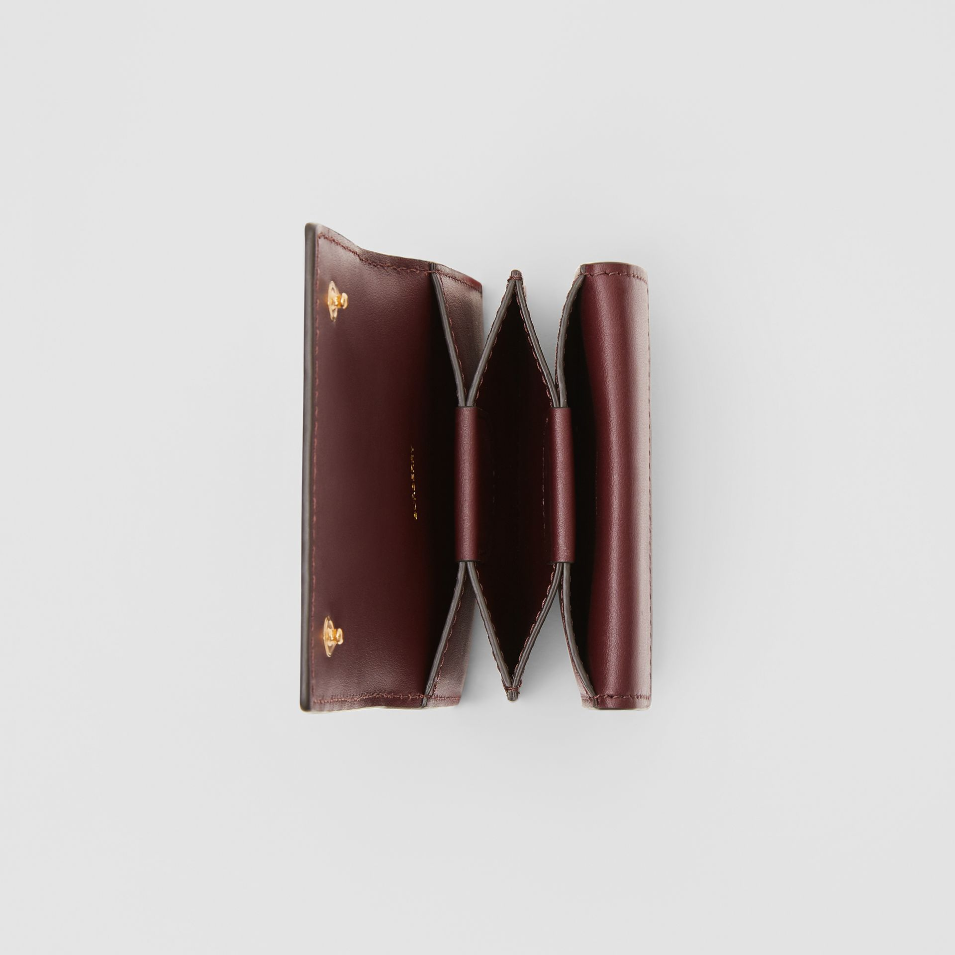Porte-cartes en cuir Monogram (Oxblood) | Burberry Canada - photo de la galerie 2