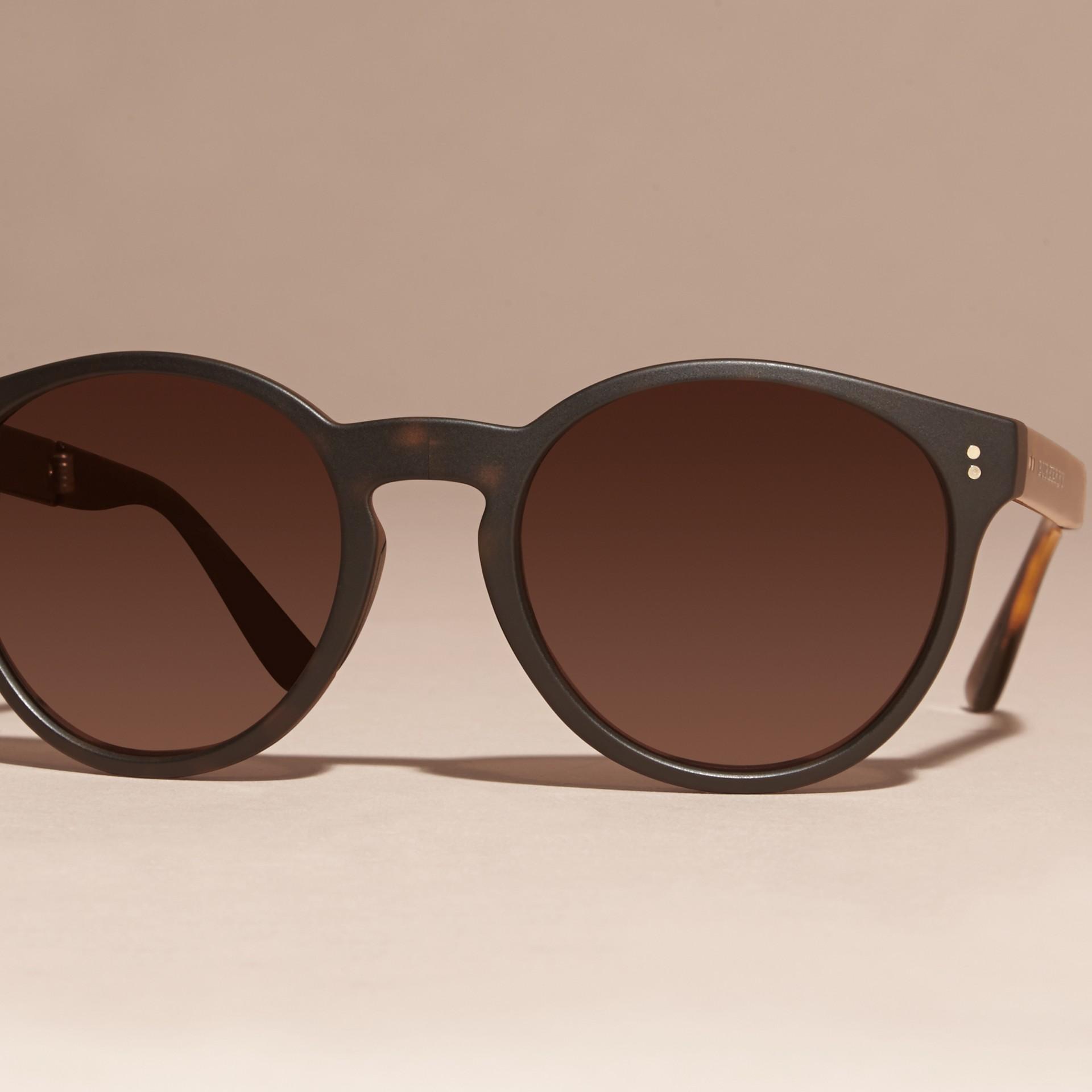 Tartarugato Occhiali da sole con montatura tonda pieghevole Tartarugato - immagine della galleria 3