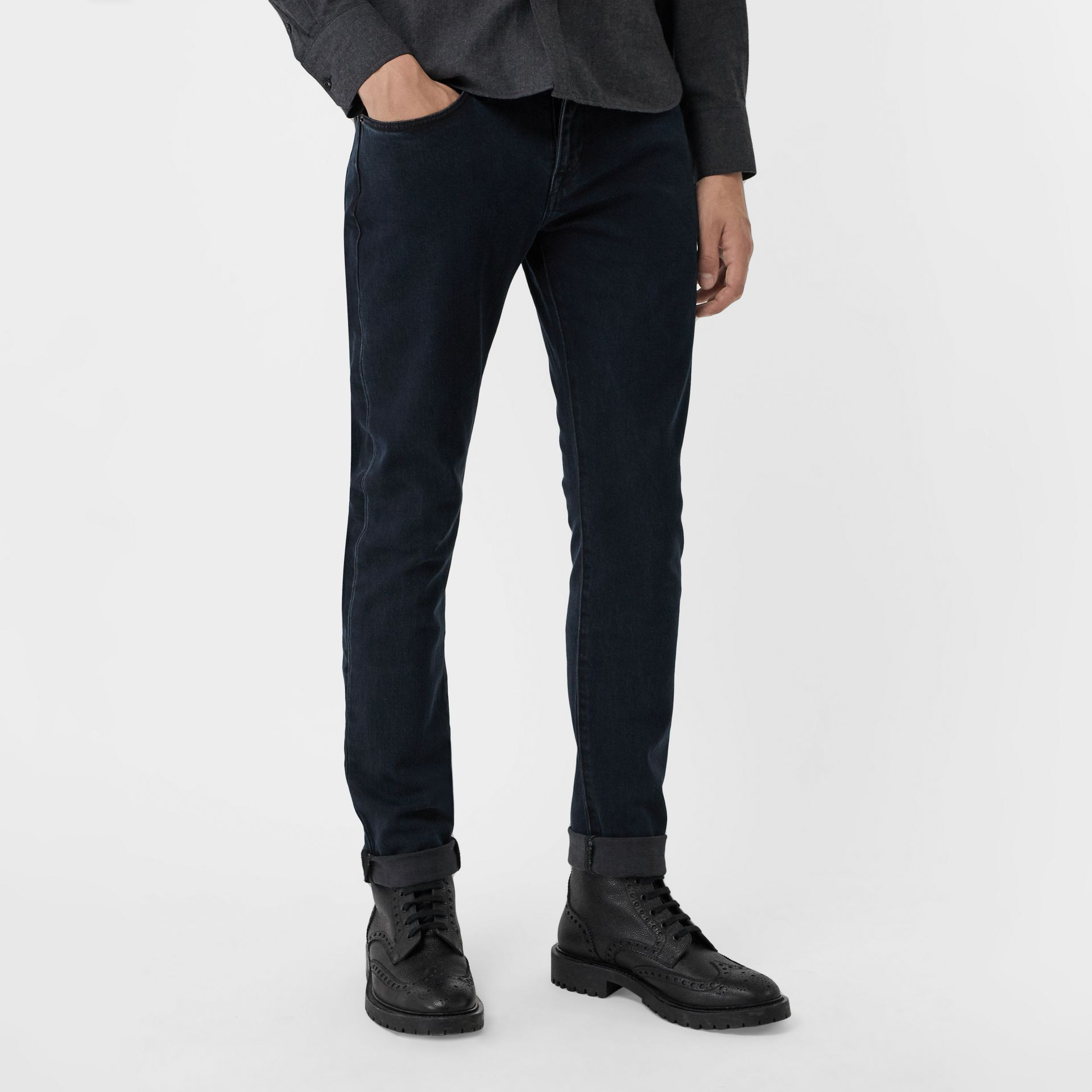 Jean de coupe slim en denim extensible (Indigo Sombre) - Homme | Burberry Canada - photo de la galerie 4