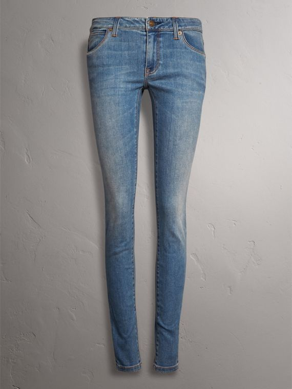 Skinny Low-Rise Vintage Wash Jeans in Mid Indigo - Women | Burberry Canada - cell image 3
