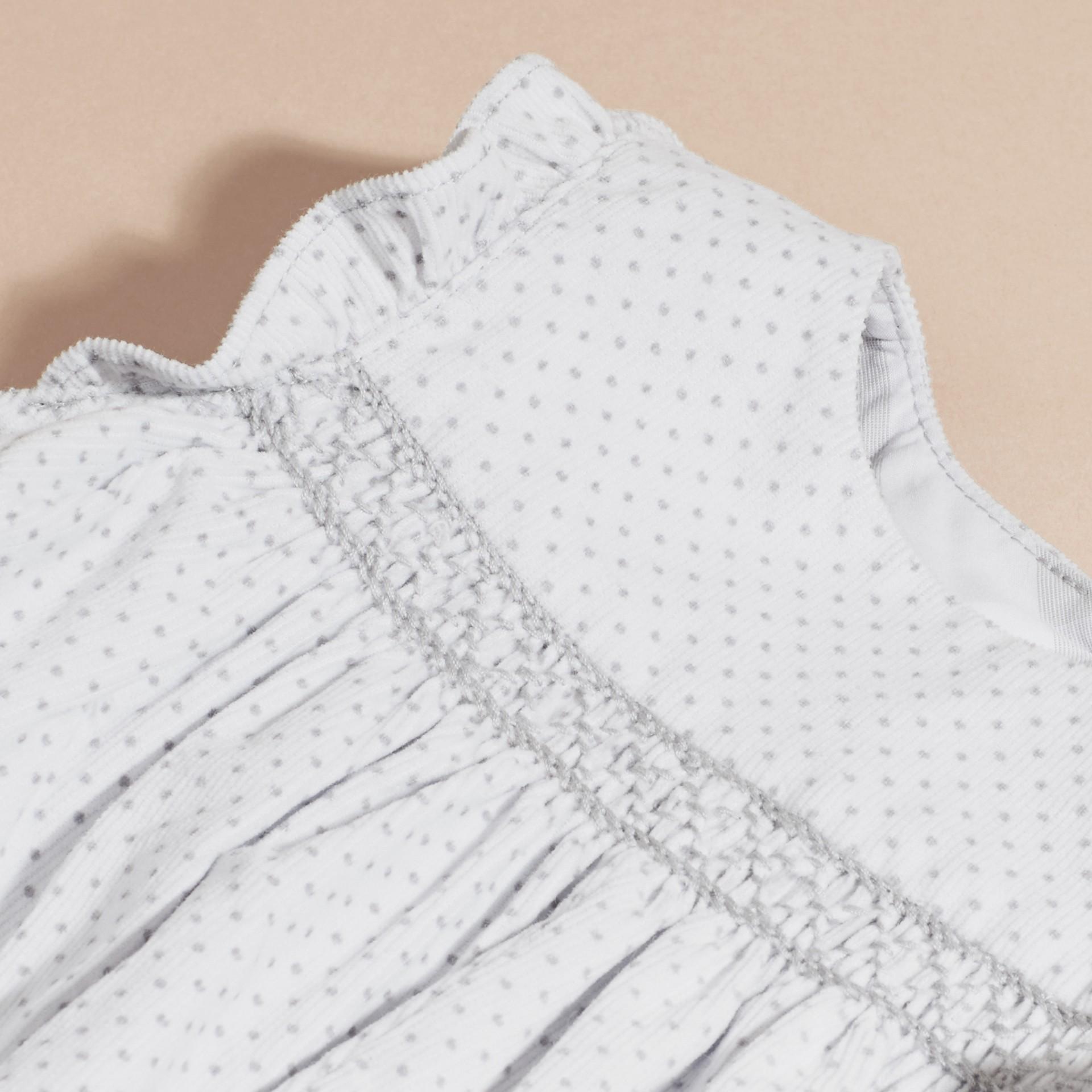 Gris pâle Combinaison en velours côtelé à smocks et imprimé à pois - photo de la galerie 2