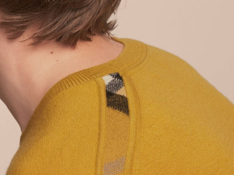 Lightweight Crew Neck Cashmere Sweater with Check Trim Cornflower Yellow - cell image 4