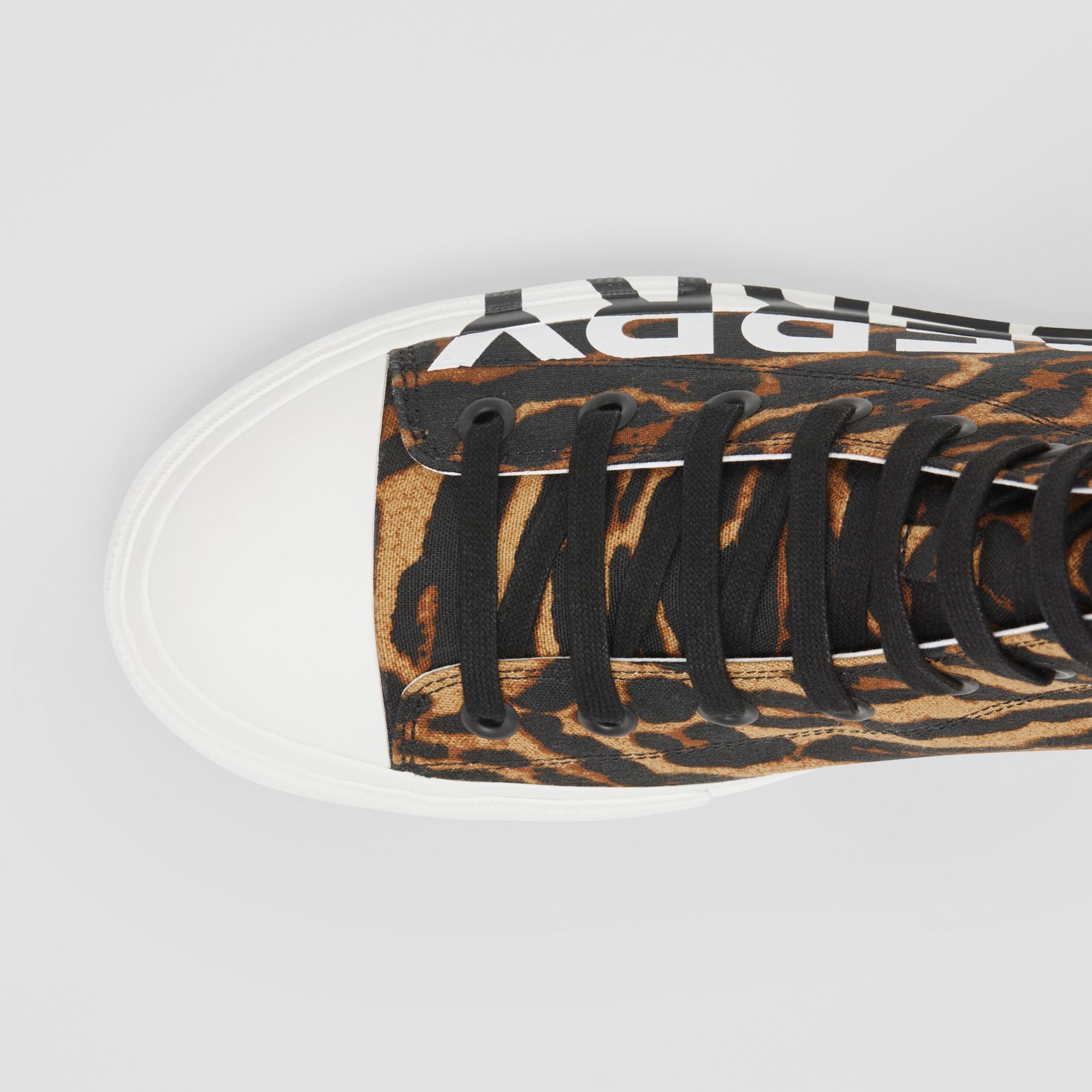 ロゴ&レオパードプリント ハイカットスニーカー (ブラウン) - メンズ | バーバリー - ギャラリーイメージ 1