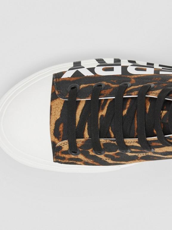 ロゴ&レオパードプリント ハイカットスニーカー (ブラウン) - メンズ | バーバリー - cell image 1