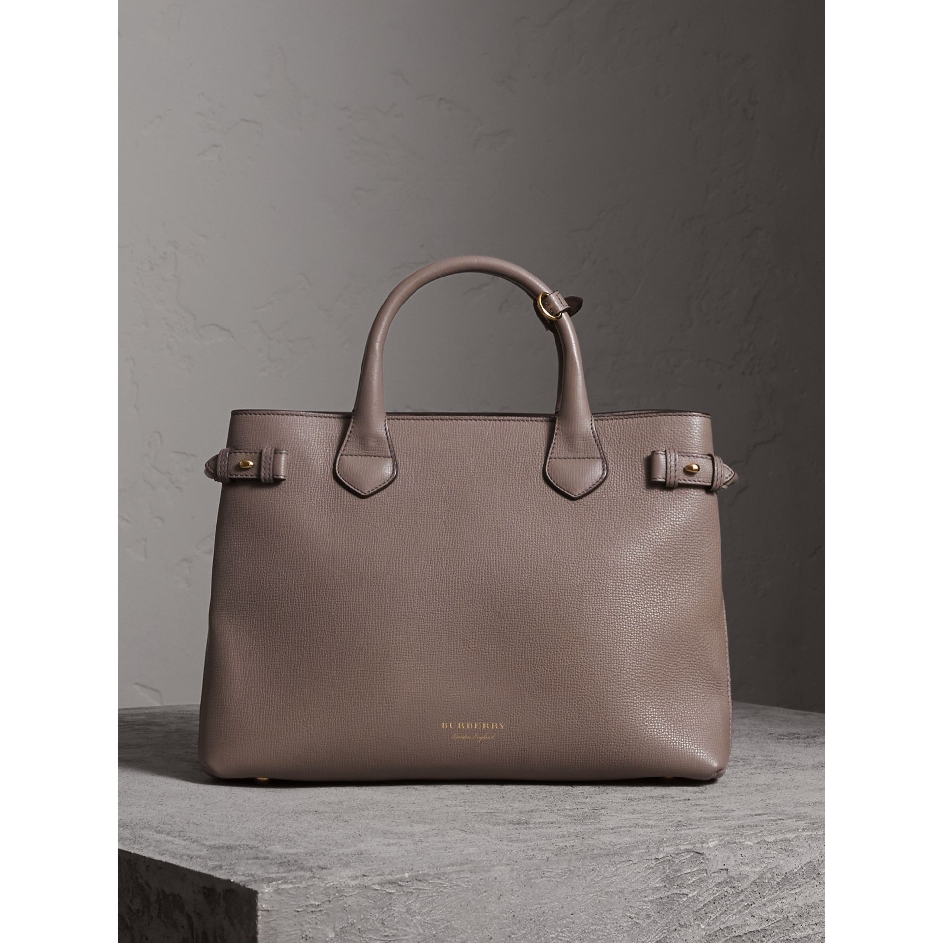 Sac The Banner medium en cuir et coton House check (Gris Chardon) - Femme | Burberry - photo de la galerie 8