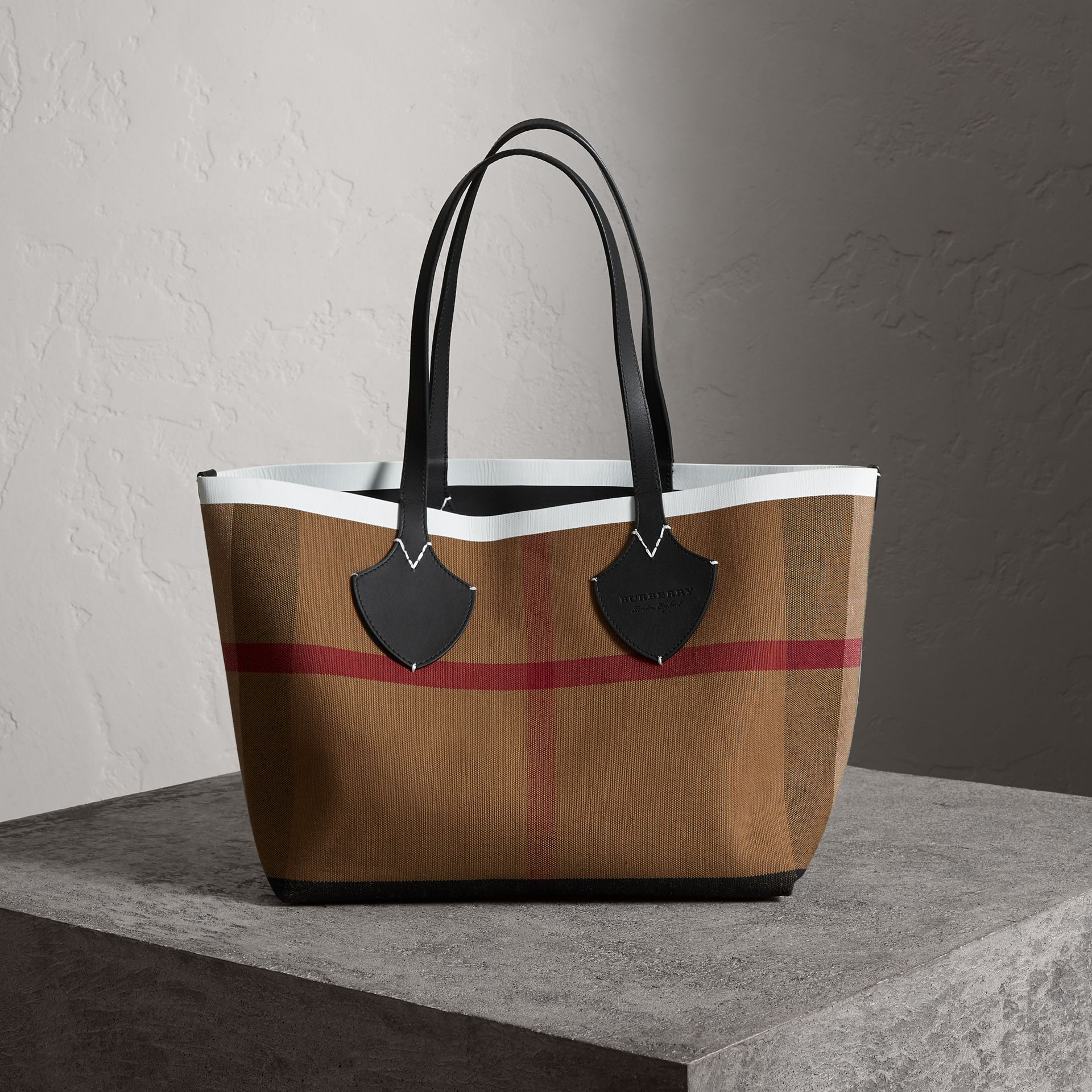 The Medium Giant Reversible Tote in Canvas and Leather in Black/white | Burberry - gallery image 0