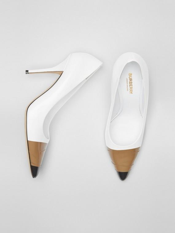 飾帶細節皮革高跟鞋 (光白色/黑色)