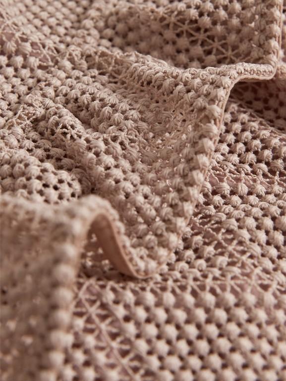 Vestitino svasato in pizzo macramè con motivo a rombi e arricciature (Rosa Cenere Pallido) | Burberry - cell image 1