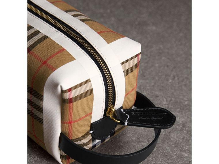 Beauty case in cotone con motivo tartan e Vintage check (Giallo Antico/giallo Ocra) | Burberry - cell image 1