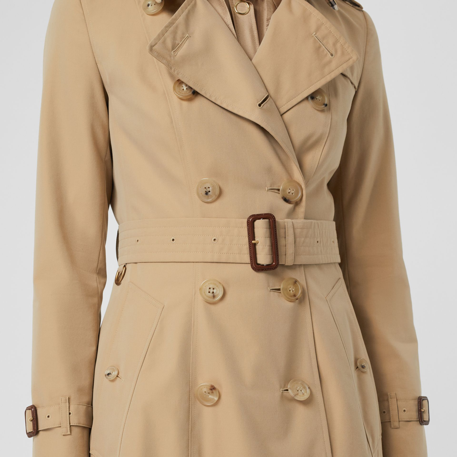 The Chelsea Heritage Trench Coat in Honey - Women | Burberry Singapore - gallery image 5