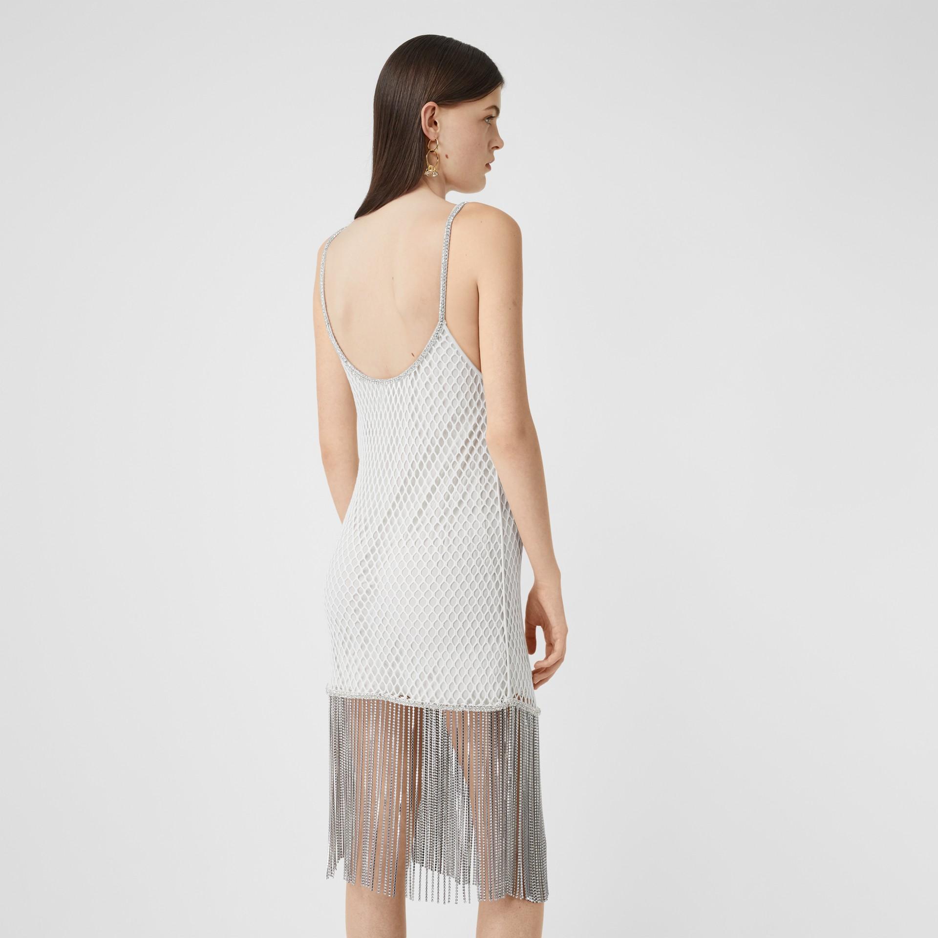 Vestido en malla de algodón con flecos de cristales (Blanco) - Mujer | Burberry - imagen de la galería 2