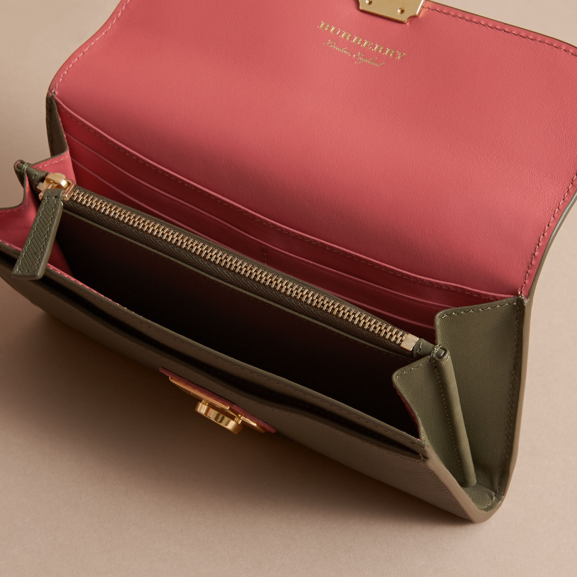Two-tone Trench Leather Continental Wallet in Moss Green/ Blossom Pink - Women | Burberry - gallery image 5