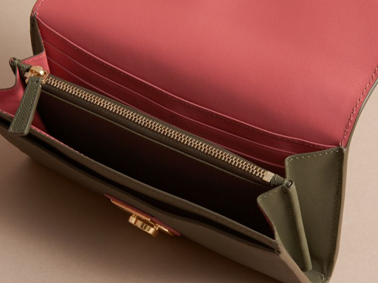 Two-tone Trench Leather Continental Wallet in Moss Green/ Blossom Pink - Women | Burberry Australia - cell image 4