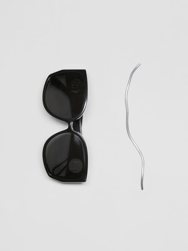 Monogram Detail Round Frame Sunglasses in Black - Women | Burberry - cell image 2