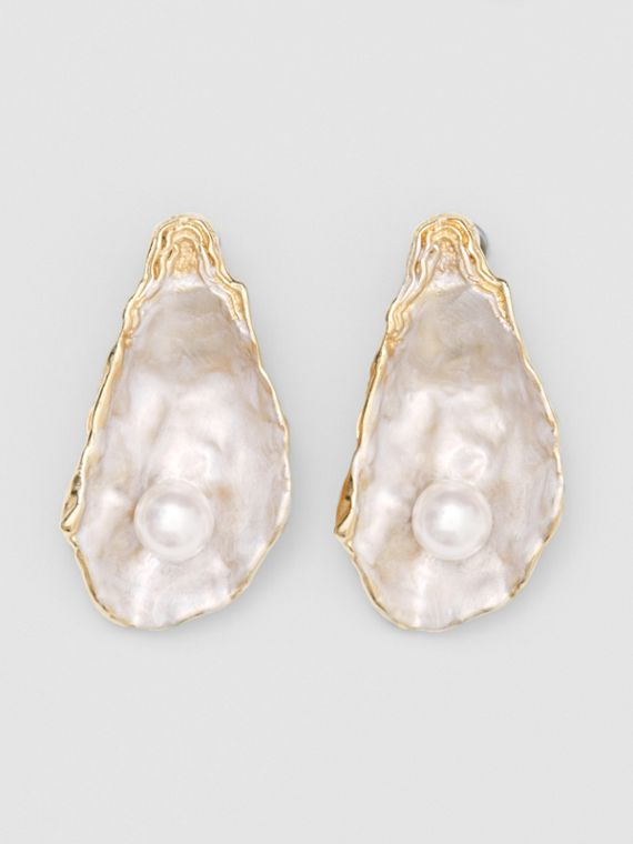 Faux Pearl Detail Gold-plated Oyster Earrings in Light Gold/pearl