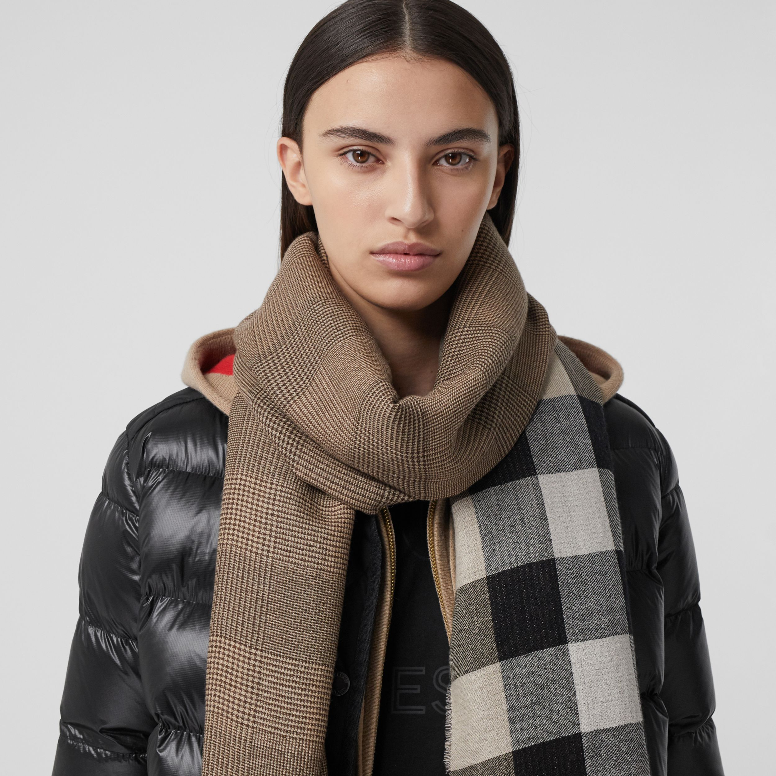 Reversible Check Cashmere Scarf in Archive Beige | Burberry - 3