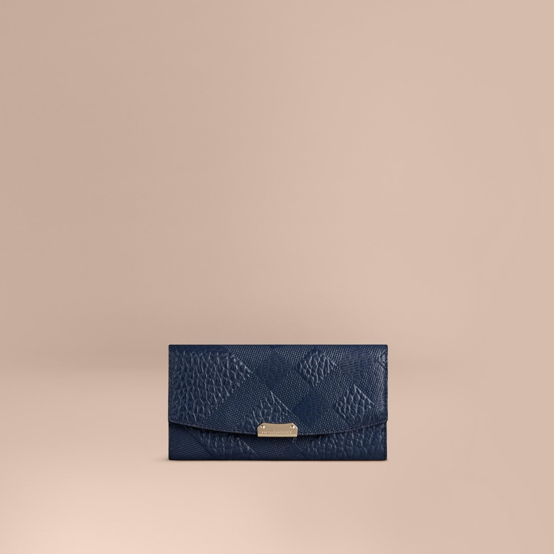 Bleu carbone Portefeuille continental en cuir à motif check estampé Bleu Carbone - photo de la galerie 1
