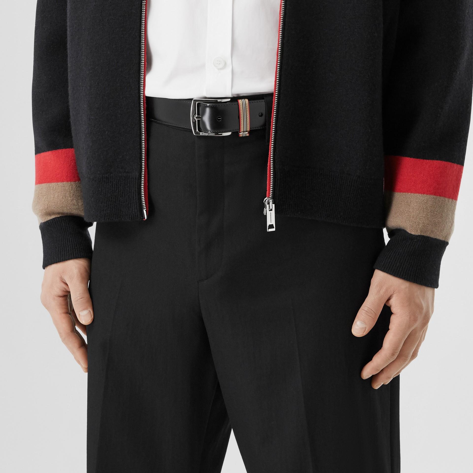 Cintura in pelle con dettaglio nell'iconico motivo a righe (Nero) | Burberry - immagine della galleria 2