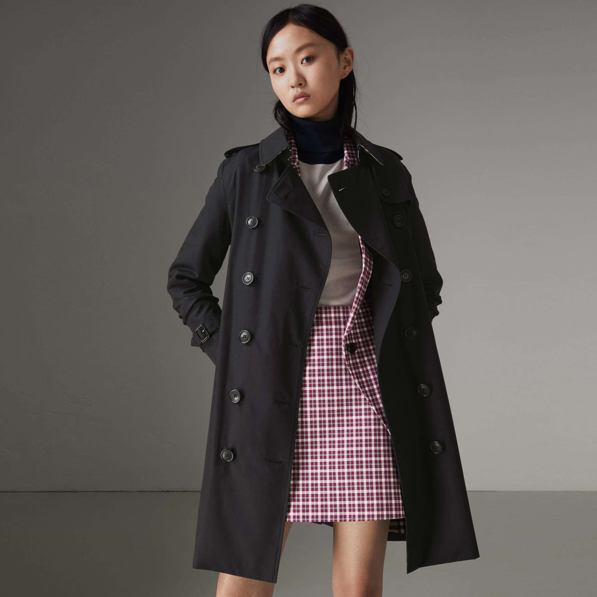 The Kensington Heritage Trench Coat in Midnight - Women | Burberry United Kingdom - gallery image 0