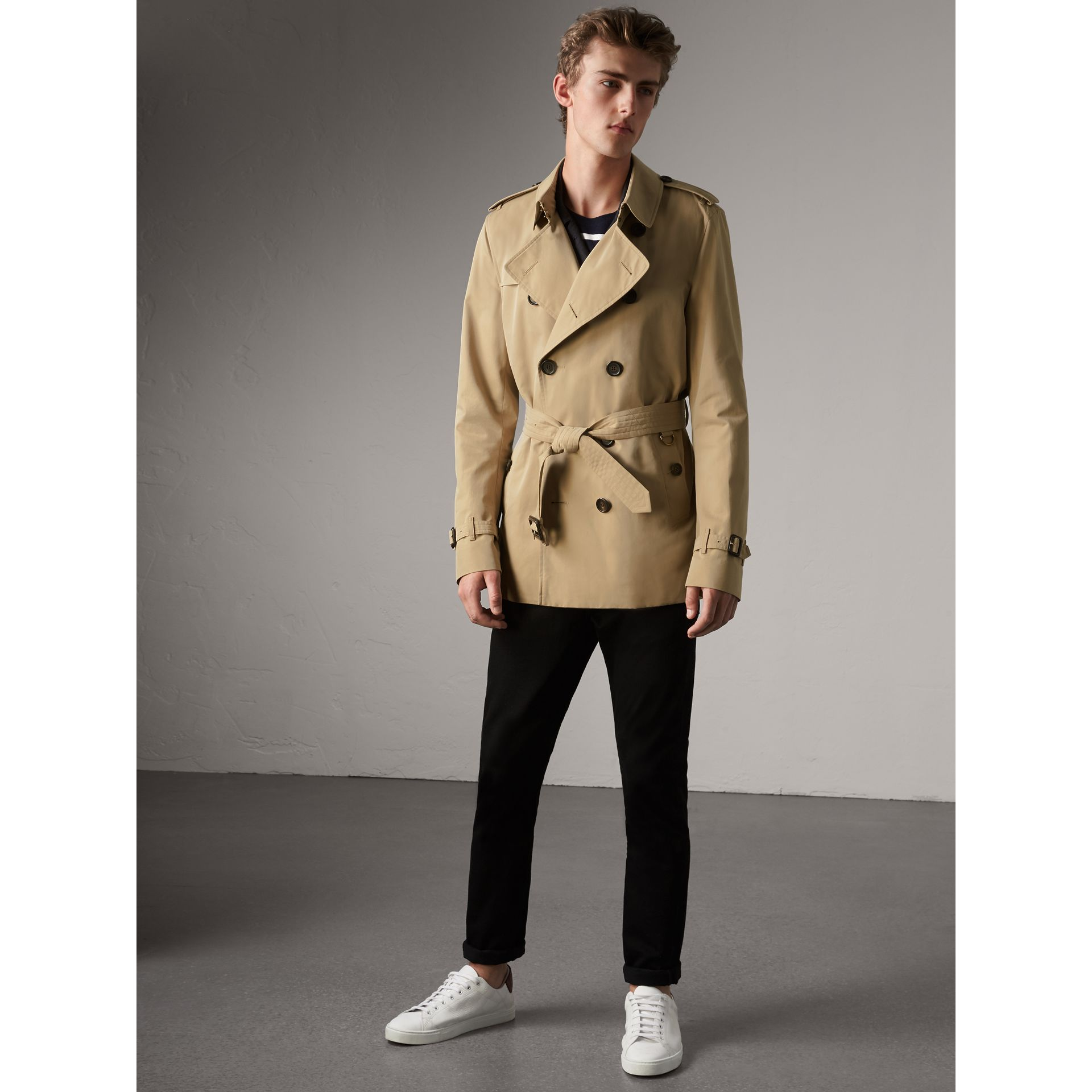 the kensington short trench coat in honey men burberry united states. Black Bedroom Furniture Sets. Home Design Ideas