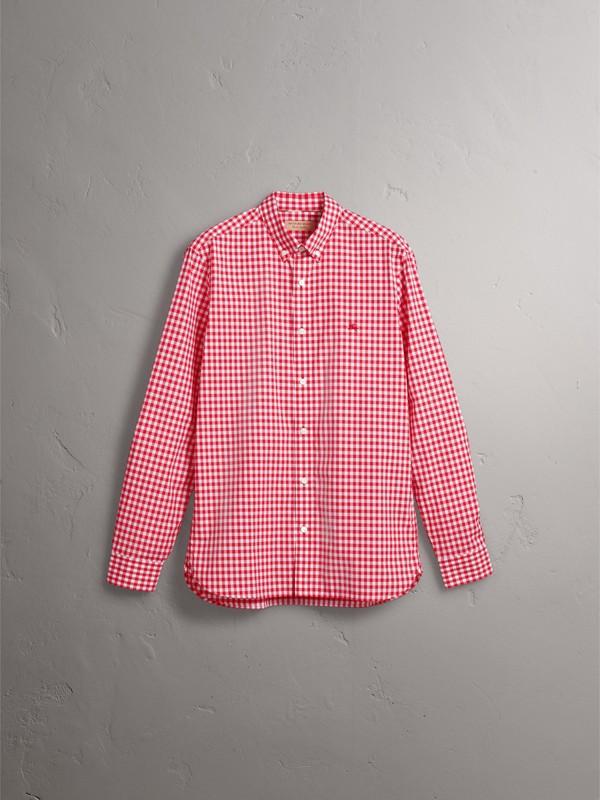 Camisa de algodão com colarinho abotoado e estampa xadrez Gingham (Vermelho Paixão) - Homens   Burberry - cell image 3