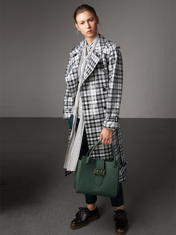 The Medium Buckle Tote in Grainy Leather in Sea Green - Women | Burberry United Kingdom - cell image 2