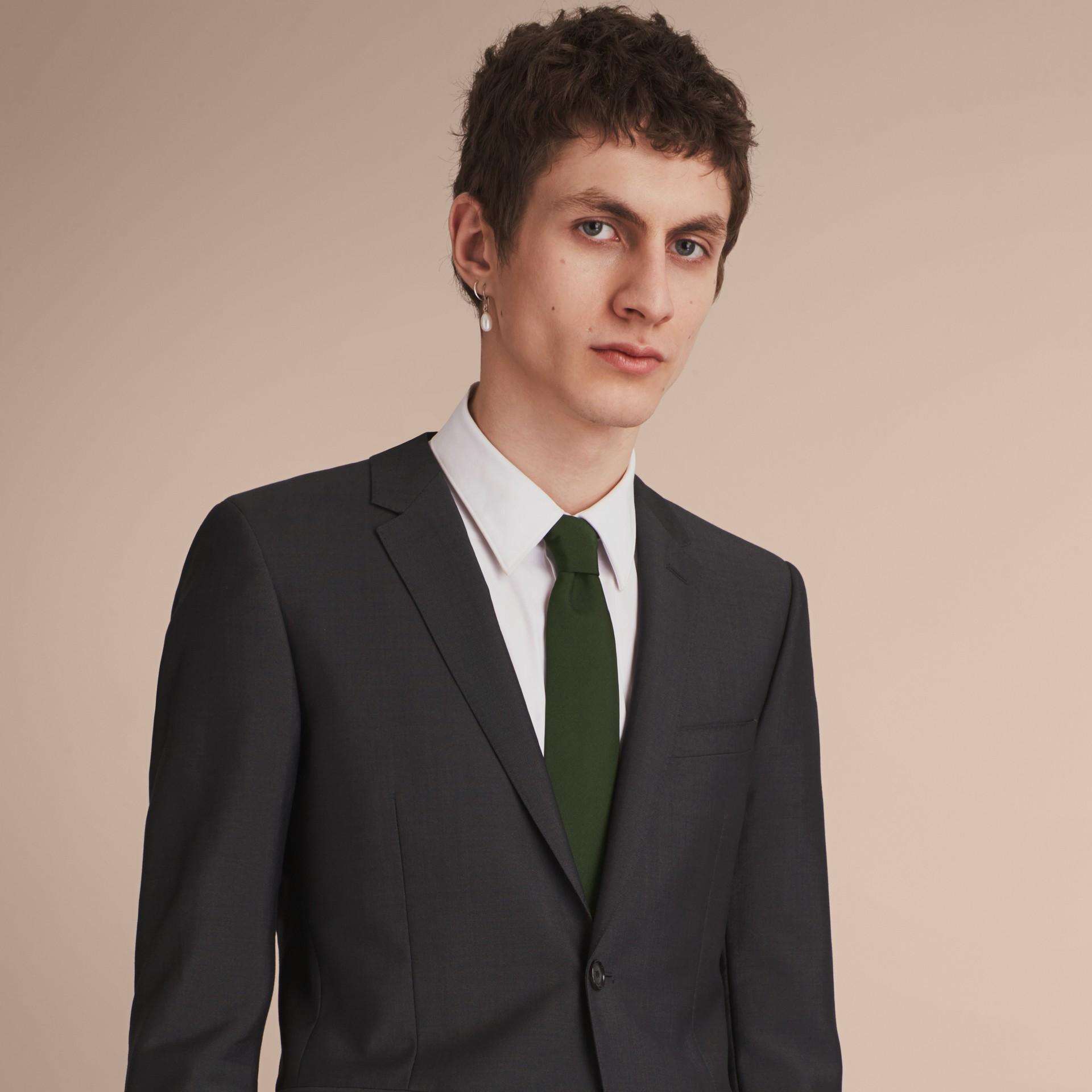 Gravata de sarja de seda com corte moderno Verde Floresta Escuro - galeria de imagens 3