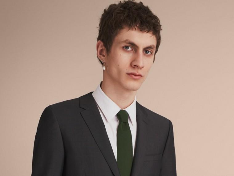 Modern geschnittene Krawatte aus Seidentwill Dunkles Waldgrün - cell image 2