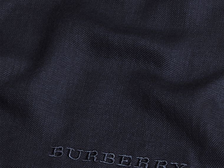 The Lightweight Cashmere Scarf in Navy - cell image 4