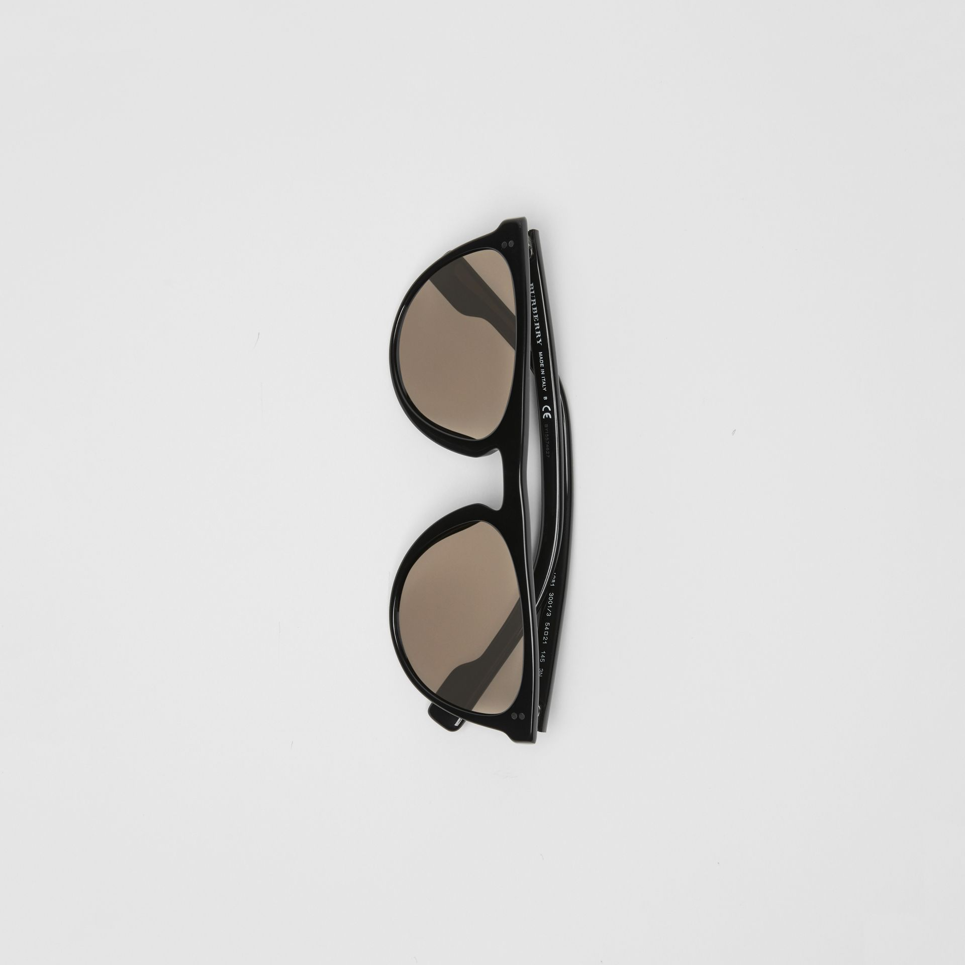 Keyhole D-shaped Sunglasses in Black - Men | Burberry United States - gallery image 3