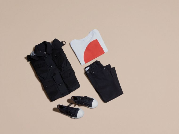 Schwarz Jacke aus technischer Faser mit abnehmbarer Kapuze - cell image 4
