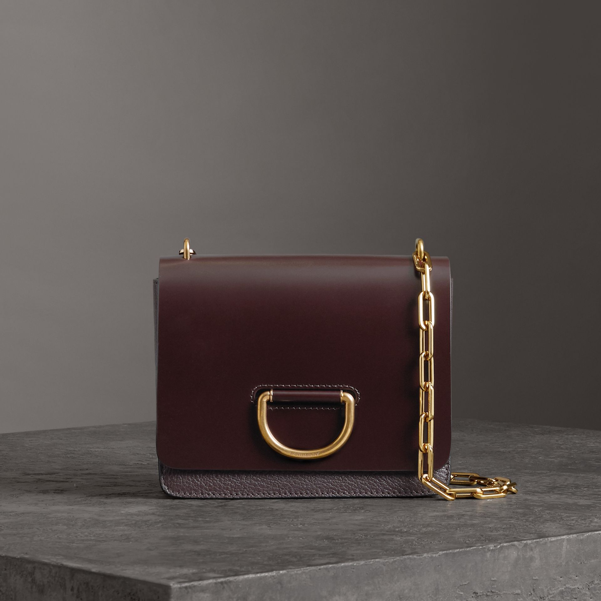 Petit sac The D-ring en cuir (Bordeaux Intense) - Femme | Burberry - photo de la galerie 0