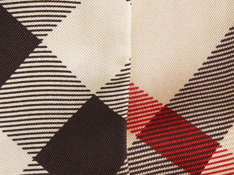 Piedra Pañuelo estrecho en seda con motivo de checks Piedra - cell image 1