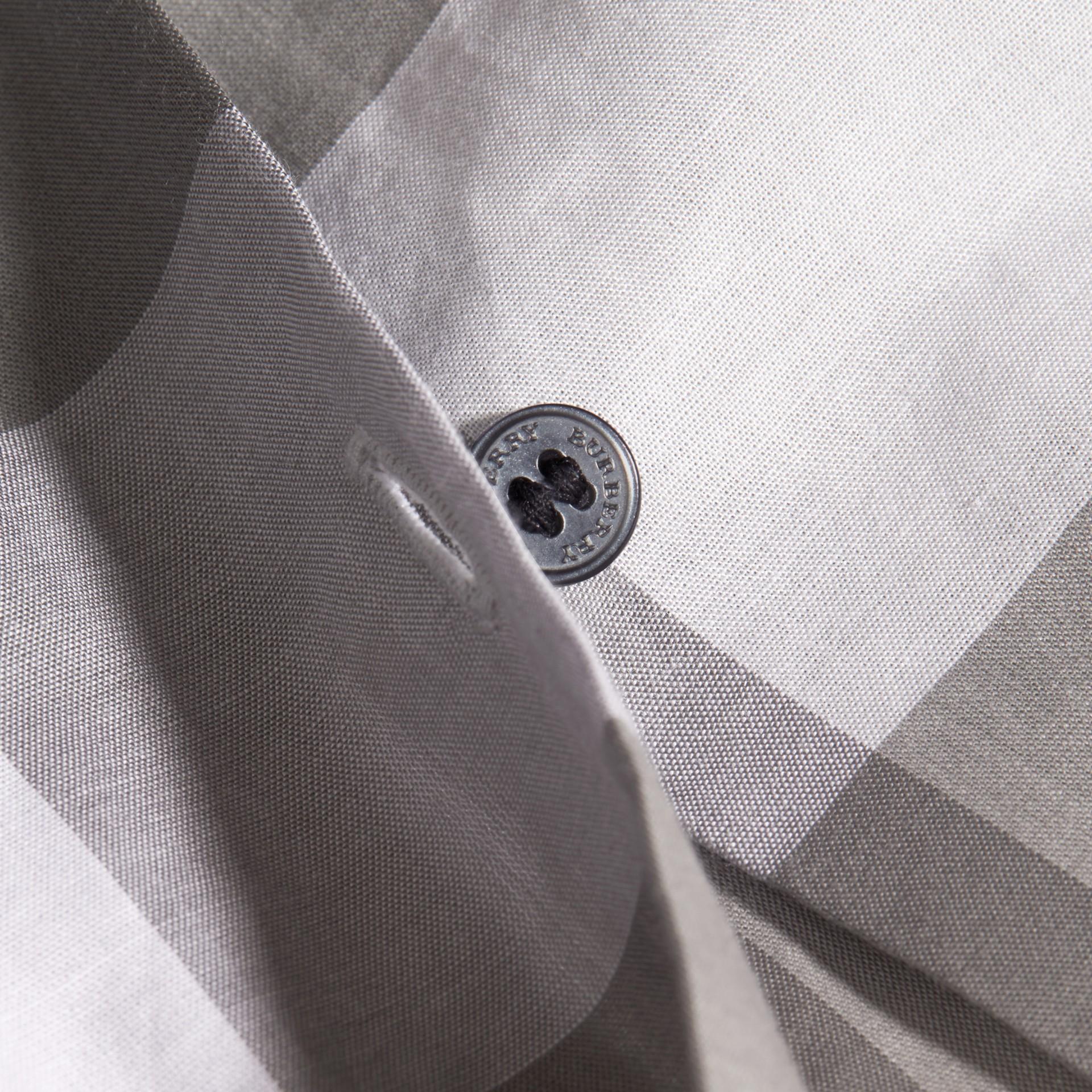 Gris clair Chemisier en coton à motif check avec manches bouffantes Gris Clair - photo de la galerie 2