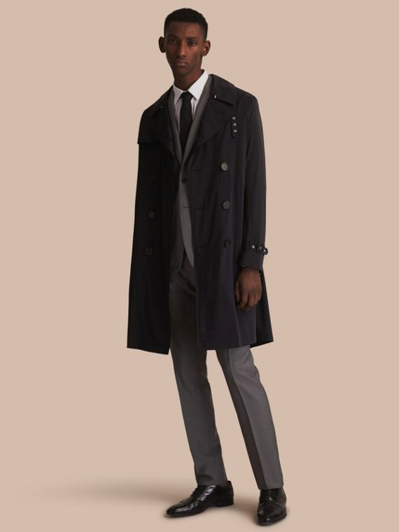 Trench coat ligero con botonadura doble