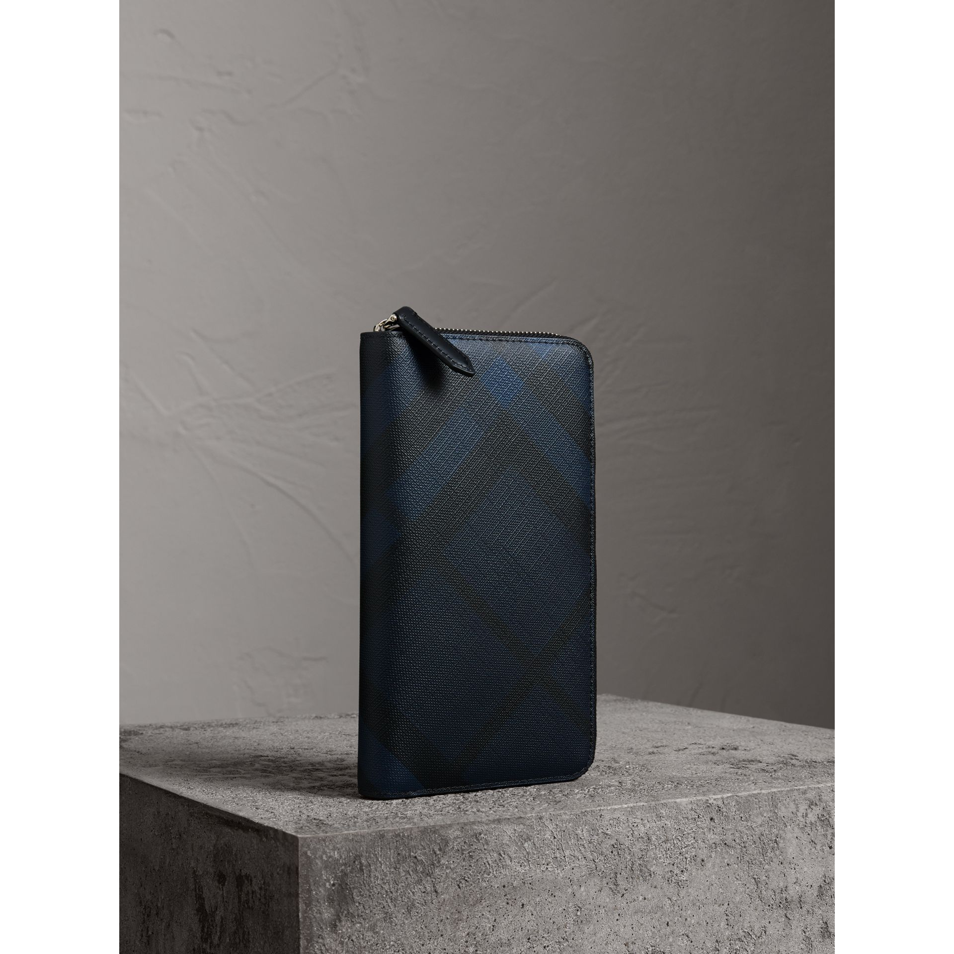 London Check Ziparound Wallet in Navy/black - Men | Burberry Hong Kong - gallery image 1