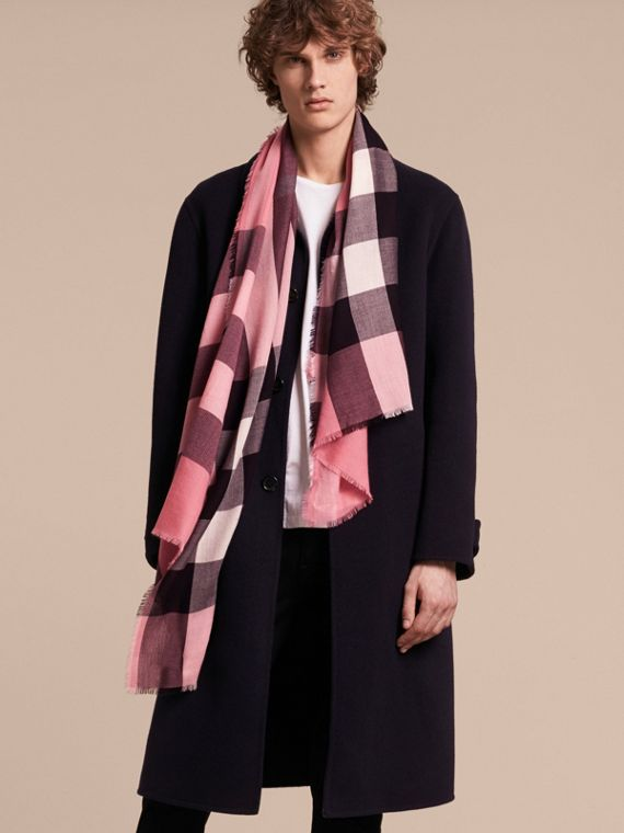The Lightweight Cashmere Scarf in Check Rose Pink - cell image 3