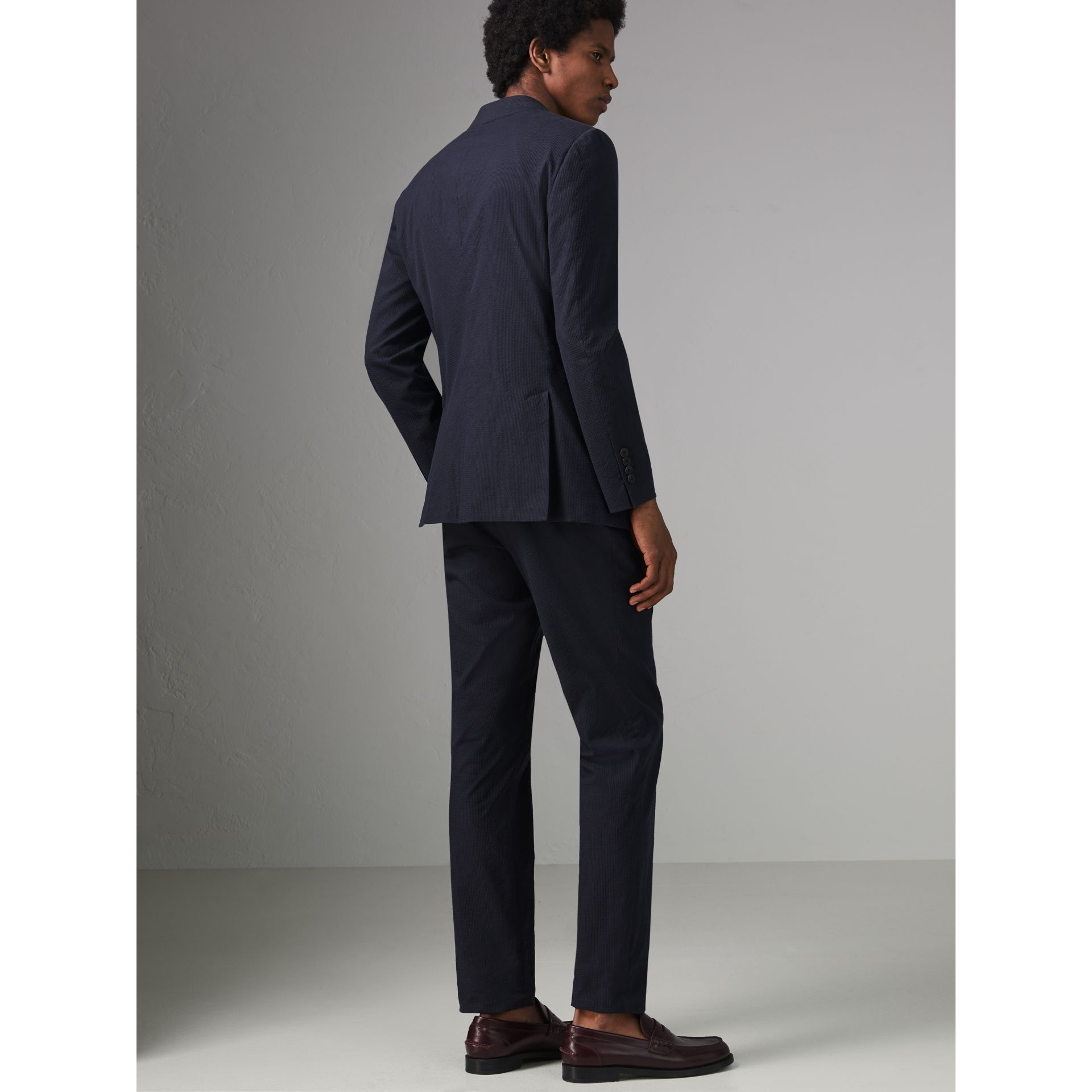 Soho Fit Cotton Silk Seersucker Suit in Navy - Men | Burberry - gallery image 2