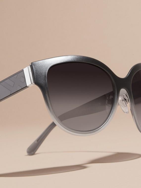 Nero Occhiali da sole con montatura cat-eye tonda e dettaglio check Nero - cell image 2