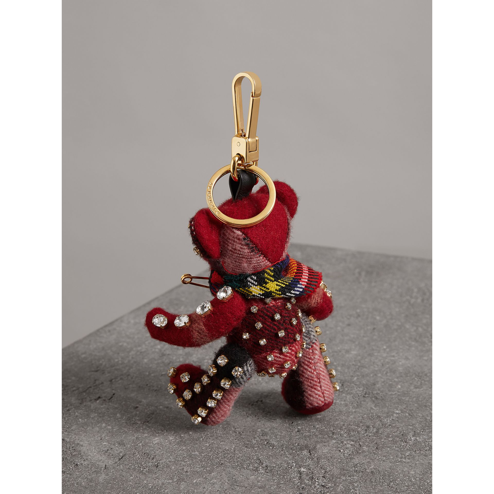 Bijou porte-clés Thomas Bear avec épingle à kilt (Rouge Parade) - Femme | Burberry - photo de la galerie 2