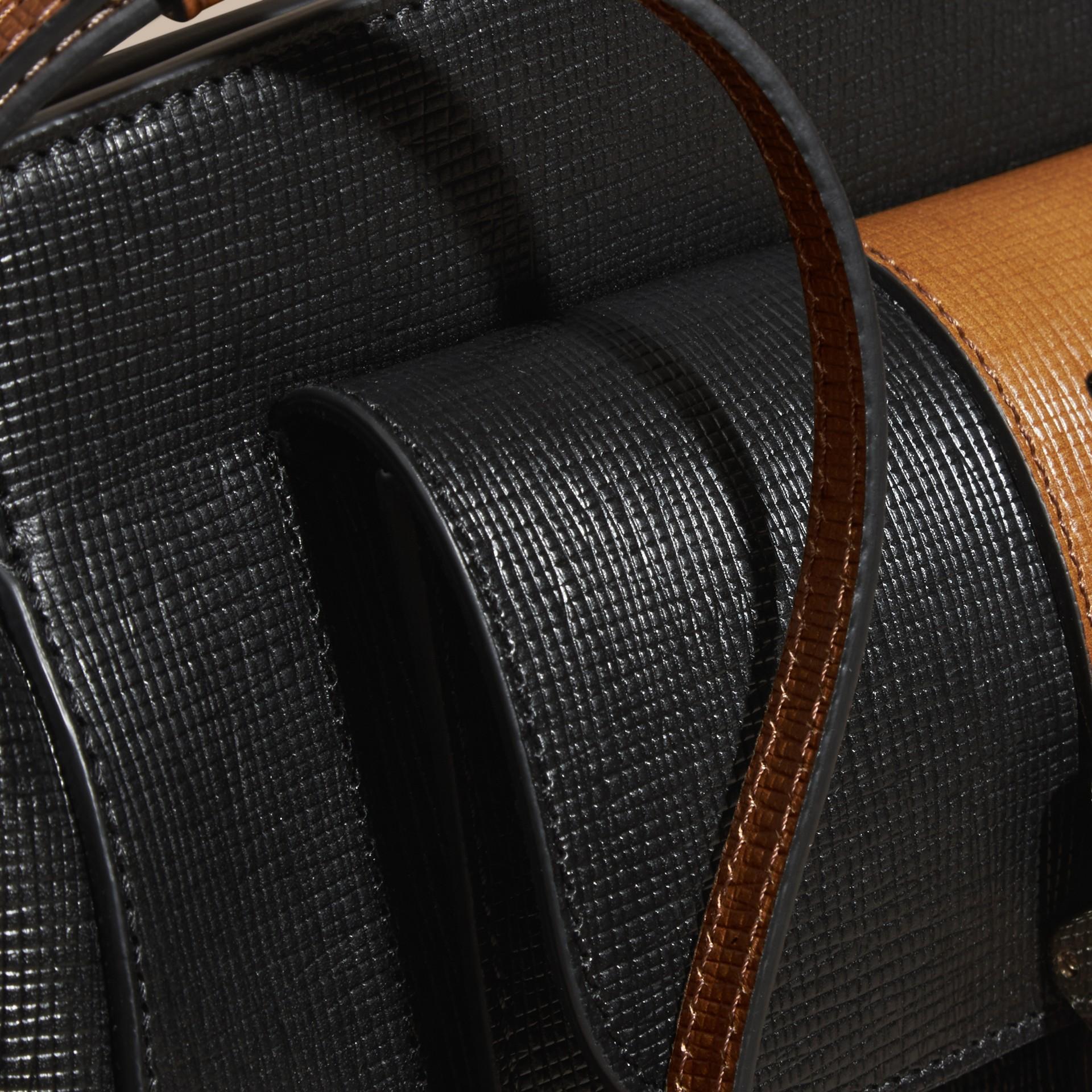 Preto Bolsa clutch Saddle de couro texturizado e aderido - galeria de imagens 2